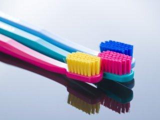 urpi-dental-colorful-toothbrushes-YPWR9J5